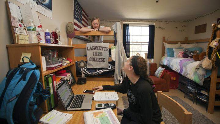 خوابگاه بهتر است یا خانه دانشجویی